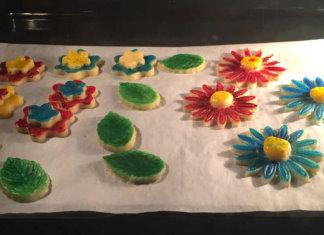 Biscotti di pasta frolla colorati senza glutine
