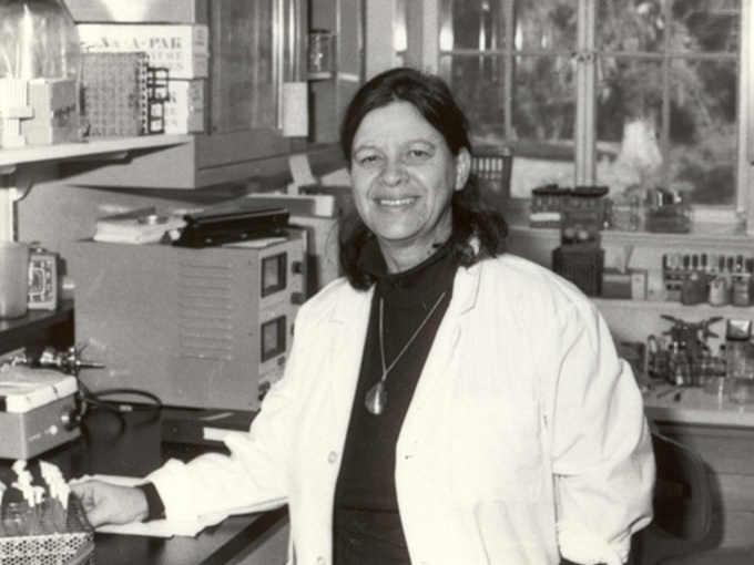 La microbiologa e immunologa Esther Lederberg