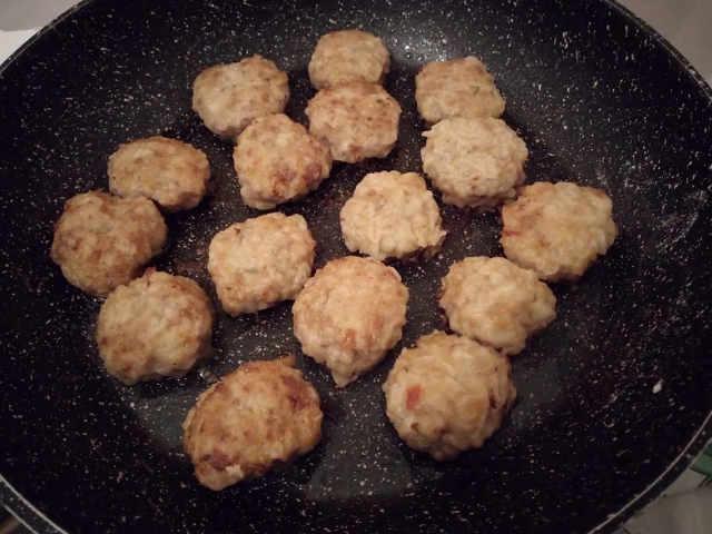 Cottura in padella delle Polpette di carne e Ricotta senza uova