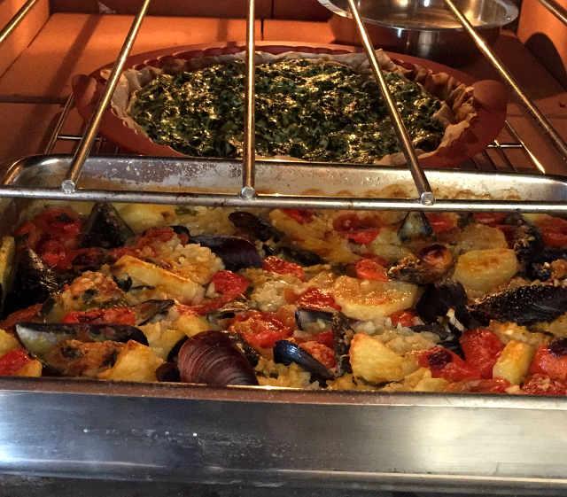 La Tiella con il Riso, Patate e Cozze Ricetta Barese in forno