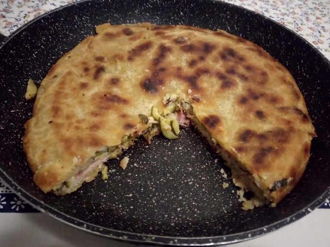 Preparazione della Torta di zucchine in padella senza uova e senza burro