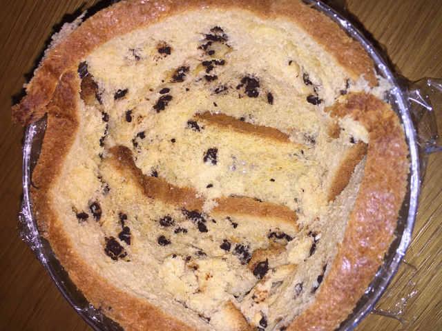 Preparazione dello Zuccotto di Pandoro senza glutine con crema di ricotta panna e fragole 1 foderare