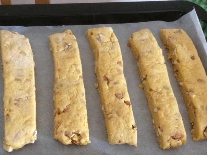 Preparazione per i Cantucci morbidi con Vin Santo alle mandorle ricetta semplice
