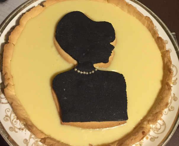 Posizione della sagoma nera sulla Crostata Artistica elegante con 2 tipi di Frolla senza Glutine