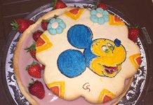 Crostata artistica Topolino con ganache al cioccolato bianco e fragole senza glutine
