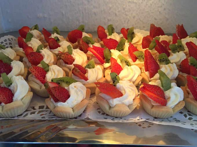 Cestini di frutta senza glutine con crema diplomatica di bianca frolla