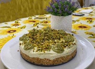Cheesecake con crema di pistacchio senza gelatina e senza cottura