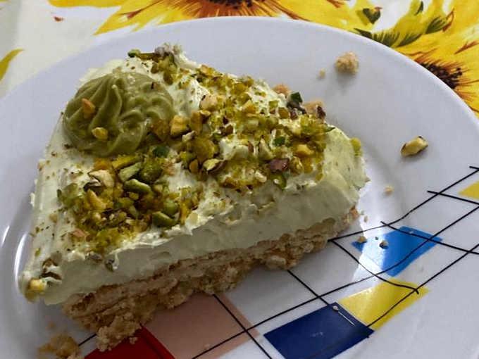 Fetta di Cheesecake con crema di pistacchio