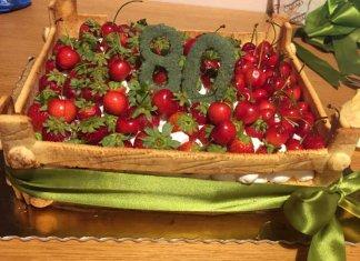 Torta di compleanno cassetta con pan di Spagna senza glutine