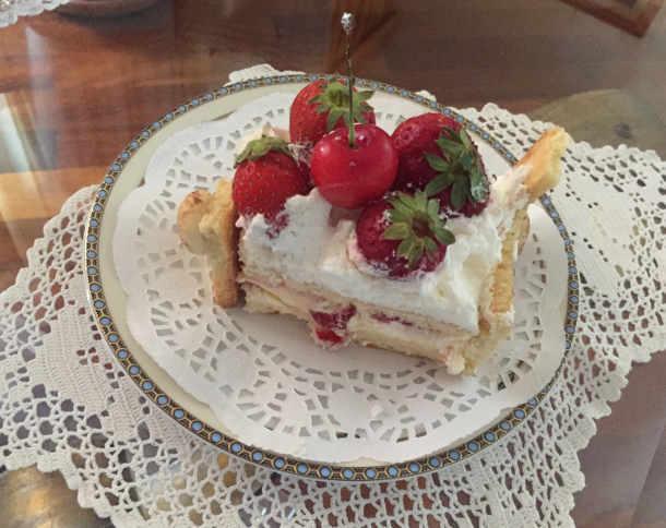 Fetta di Torta di compleanno cassetta con pan di Spagna senza glutine