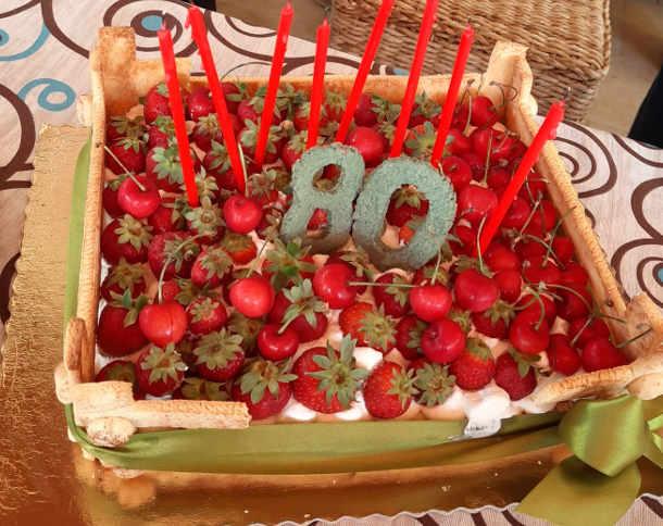 Decorazione della Torta di compleanno cassetta con pan di Spagna senza glutine