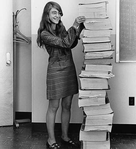 Margaret Hamilton col software dell'Apollo 11