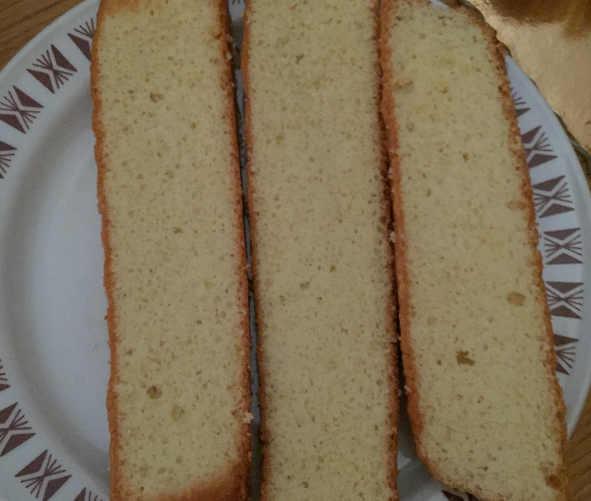 pan di Spagna a fette per Zuccotto a cassata siciliana senza glutine