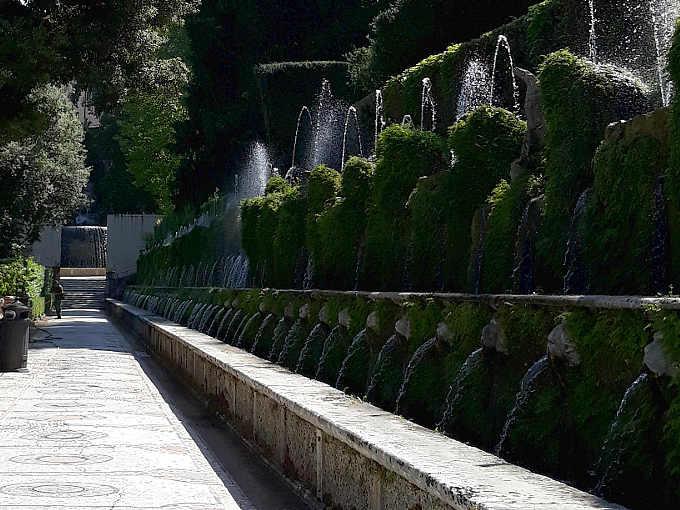 Le cento fontane a Villa d'Este a Tivoli