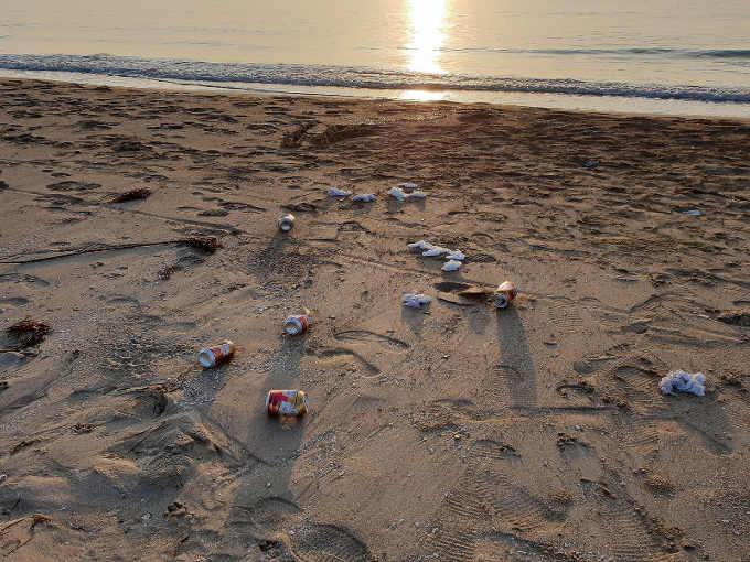 Il Plogging contro i cretini che lasciano i rifiuti sulle spiagge
