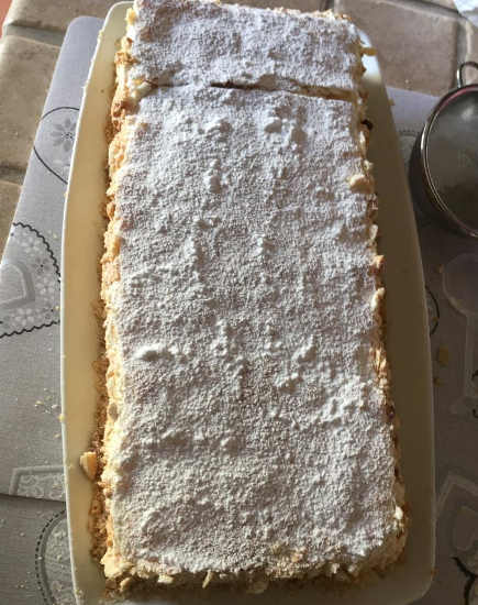 zucchero a velo su torta diplomatica  senza glutine ricetta con maraschino