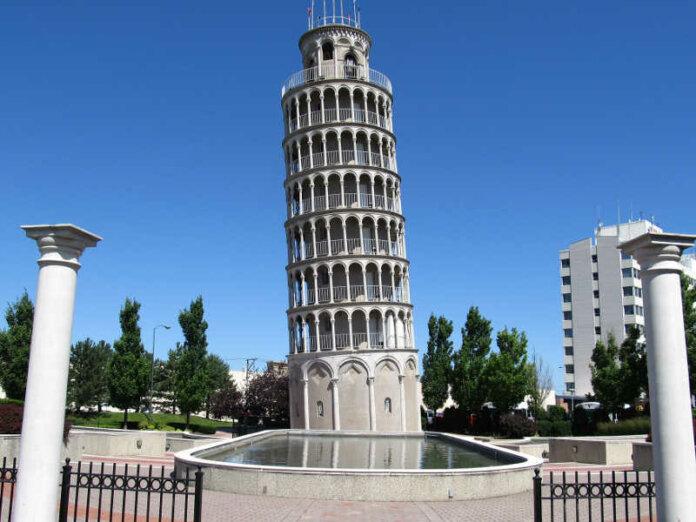 Dalla copia della Torre Pendente di Pisa a Niles nell'Illinois all'amicizia fra due città .jpg