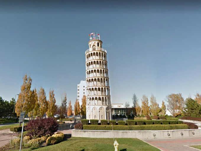 La copia della Torre Pendente di Pisa a Niles nell'Illinois