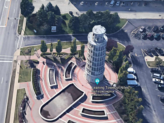 3 La copia della Torre Pendente di Pisa a Niles nell'Illinois
