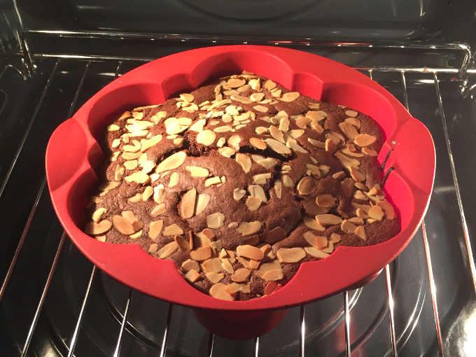 Pan di Spagna al cacao senza glutine e senza lievito ricetta sofficissima cotto