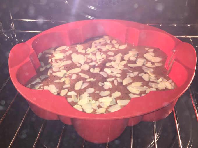 Pan di Spagna al cacao senza glutine e senza lievito ricetta sofficissima crudo