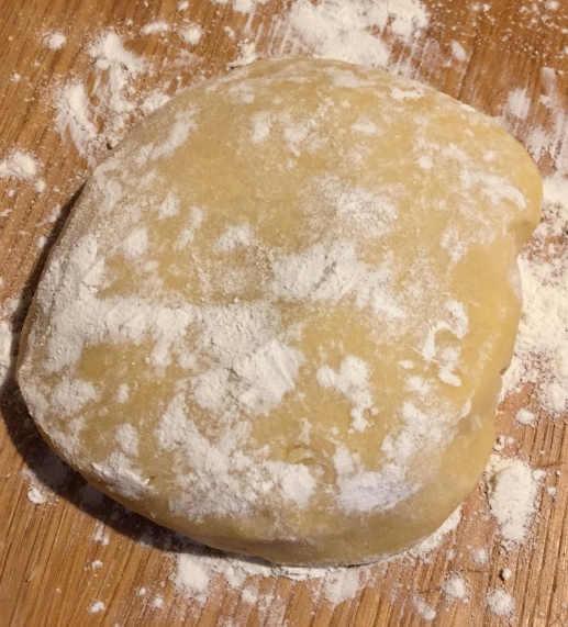 preparazione frolla per la base della crostata