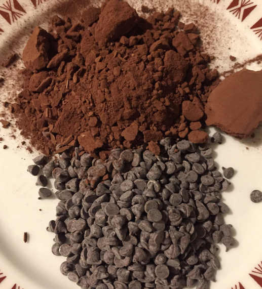 Gocce di cioccolato e cacao per  Crostata di frolla bicolore