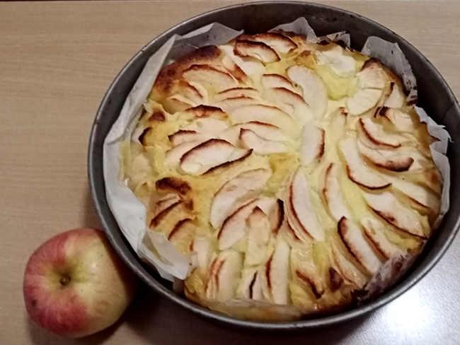 Torta di mele con crema pasticcera senza burro ricetta semplice e buona  cotta