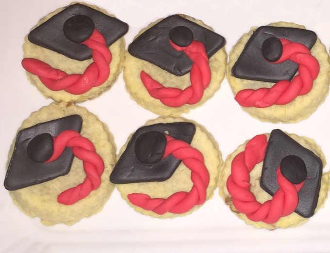 2 Biscotti di  laurea senza glutine con pasta di zucchero