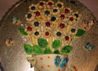 Crostata quadro con fiori e farfalle ricetta senza glutine