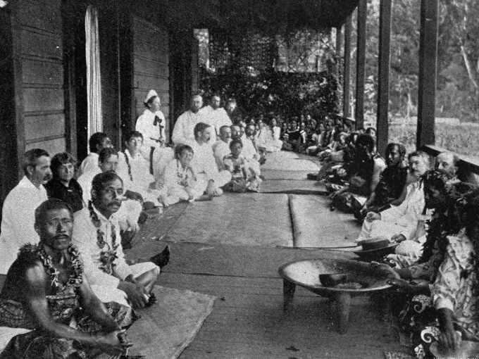 Robert Louis Stevenson a Upolu nella casa Vailima con indigeni