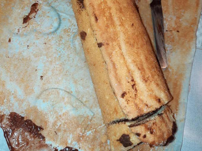 Rotolo con nutella e mandorle ricetta  tagliato estremità