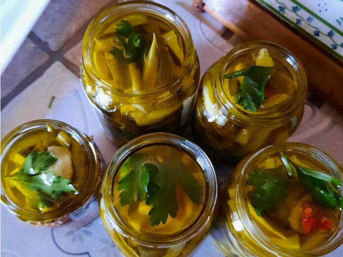 Zucchine sott'olio ricetta buonissima con peperoncino