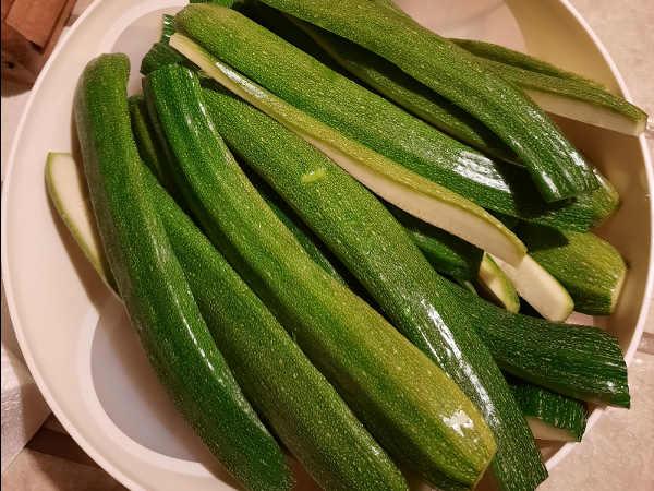 zucchine tagliate a strisce per ricetta sott'olio