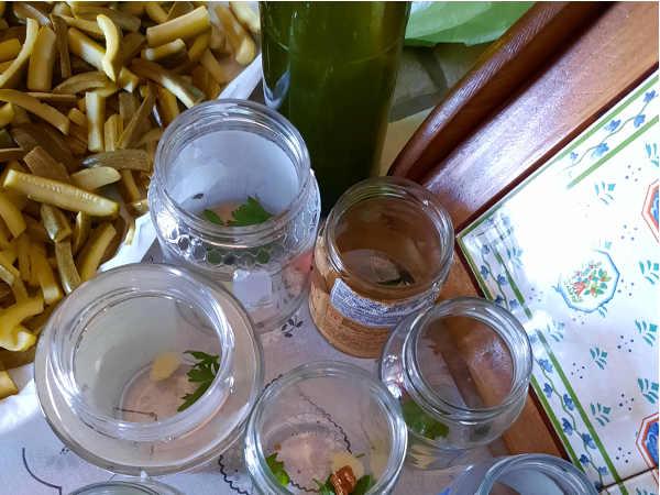 odori per Zucchine sott'olio ricetta con peperoncino