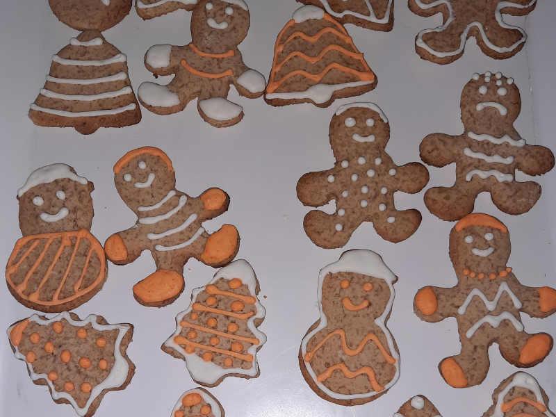 preparazione Biscotti Gingerbread (Pan di zenzero) Ricetta senza glutine
