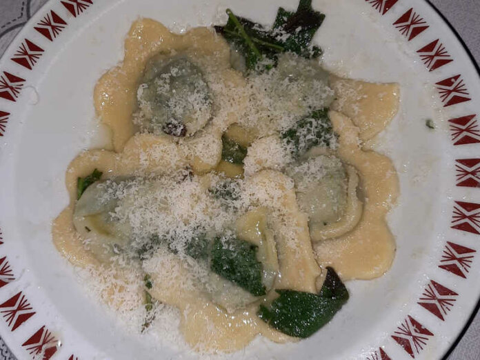 Ravioli ricotta e spinaci con sfoglia fatta in casa