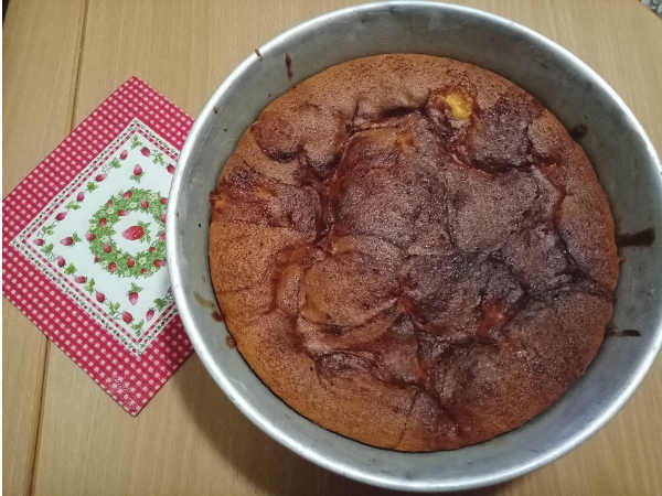Torta di mele con marmellata di albicocche cotta