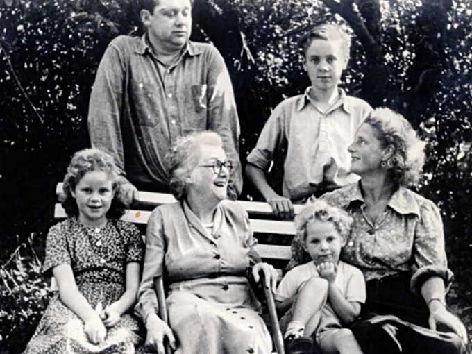 Dylan Thomas con Caitlin, il figlio Llewelyn e famiglia