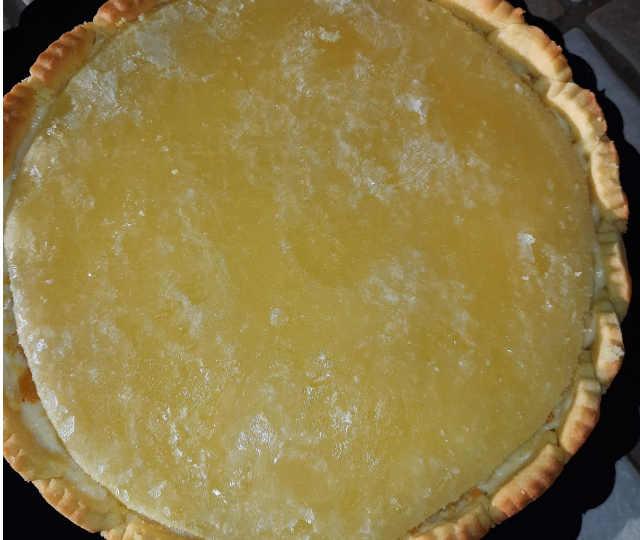 crostata con inserto di ananas