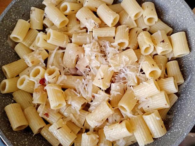 preparazione Mezze maniche con lardo di Norcia ricetta semplice