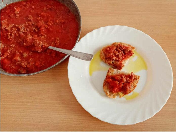 Sugo di salsiccia e carne di vitello ricetta semplice