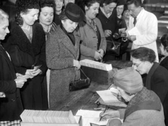 Le donne al voto per il referendum