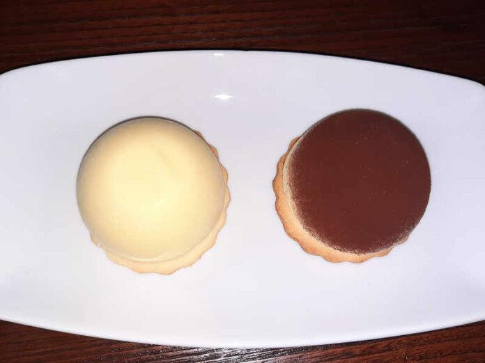 Tiramisù monoporzione ricetta senza glutine versione moderna con base biscotto