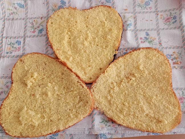 2 Pan di Spagna a forma di cuore senza lievito con acqua