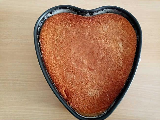 Pan di Spagna forma di cuore senza lievito con acqua cotto