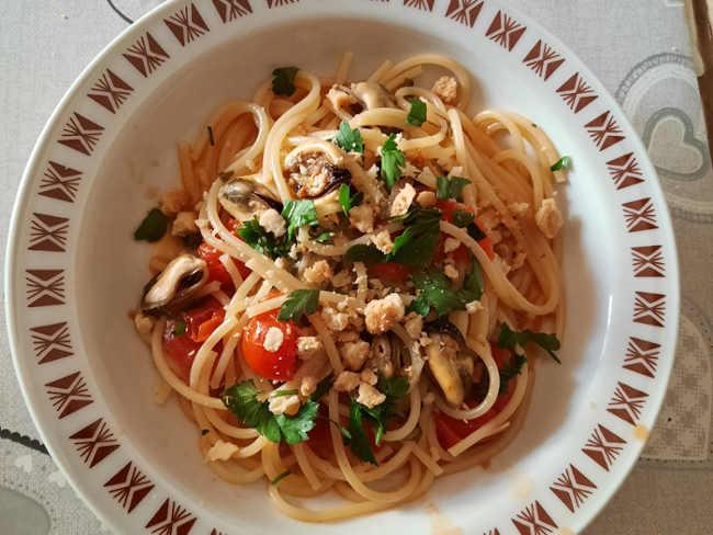 2 Spaghettoni a modo mio ricetta con cozze e taralli pugliesi