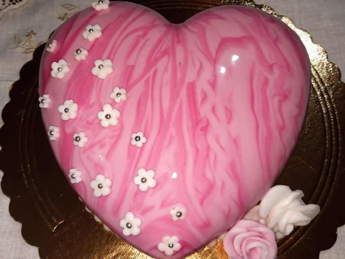 torta cuore compleanno con bavarese alla nocciola con  con inserto