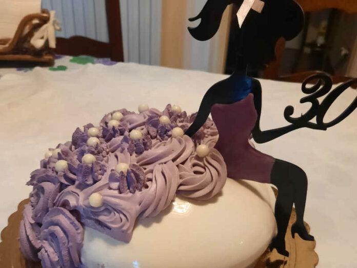 Torta moderna compleanno con lemon curd e dacquoise alle mandorle