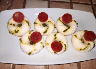 Panna cotta al basilico e parmigiano con gelèe di pomodoro senza glutine